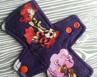 "7"" Zombie Pinup Moderate Cloth Pad"