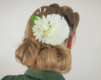 Ivory Summers - White Multi Flower Hair Comb