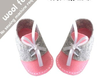 SALE Felt Baby Shoes Pattern / Baby Shoes PDF Sewing Pattern and Tutorial - Sizes: 0 to 12 months, felt patterns, baby patterns, baby shoes