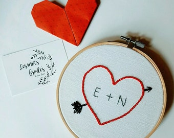 """""""Heart arrow + initial"""" embroidery on circle embroidery"""