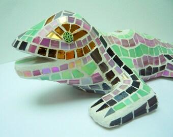 Sculpture: Lizard 3D pink and pale green tiled