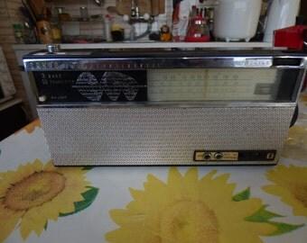 vintage SANYO transistor radio 10l-p10 and original box 1965