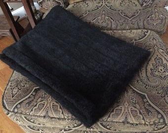 Black faux fur throw Or quilt