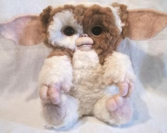 Gremlins-Gizmo standing or sitting and hairline