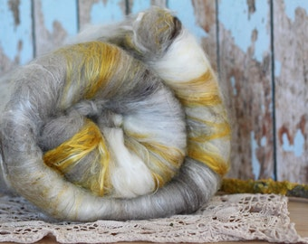 Sunny days - Hand carded art batt, Merino and Mulberry Silk, 4.7 oz, hand dyed, spinning, weaving or felting.
