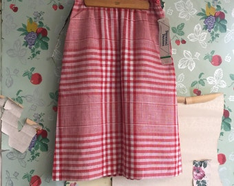 Vintage 1970s Deadstock Red Plaid Gingham Skirt. Medium. Hoberdashery Collection. Pockets.