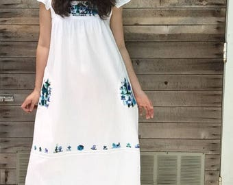 Vintage womens embroidered mexican dress - mexican dress - vintage dress - hand embroidered - summer - boho - hippie