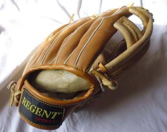 VTG 90's Regent baseball glove sports