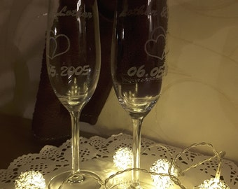 2 champagne glasses with desired engraving