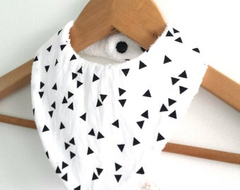 Light boy, cloth bandana bib printed black triangles on white background