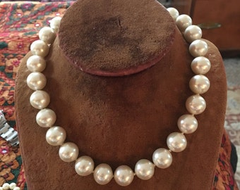Vintage large faux pearl necklace choker with rhinestone screw closure