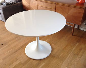 1950's Retro White Tulip Saarinen Style Round Dining Table