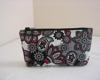 Quilted Zipper Pouch, Small, Grey Paisley