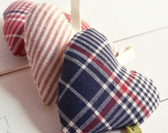Set of 3 padded hearts, three hearts, Pincushion, pincushion, decoration, decoration, linen scent, tartan, striped, stripes, red,