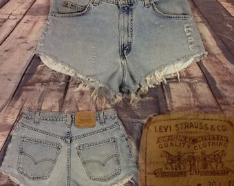 Women's SZ 10 High Waisted Distressed Levi Short Shorts Way Cute!