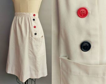 buttons / white skirt with buttons and pockets / 12 14 large