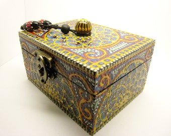Reason ethnic red and green wooden jewelry box