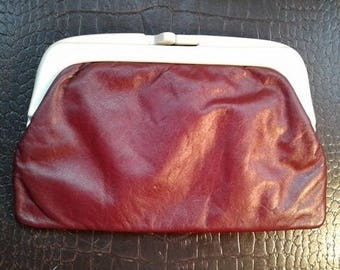 Cherry red leatherette clutch bag with kiss clasp. 1960s.