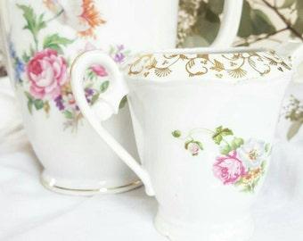 Teapot and milk