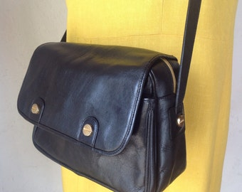 Black bag made of genuine leather. Leather Shoulderbag. Vintage made in Italy/tracolla folder.