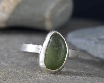 Green Seaglass ring, 'Oval 2'