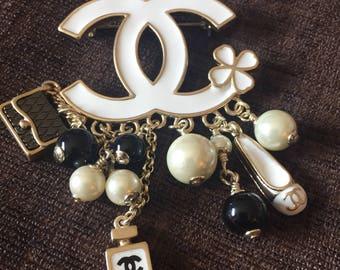Vintage Chanel CC Charm Brooch stunning