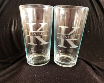 Set of 2 or 4 Custom Hand Etched Pint Glass, Wedding Gift, Personalized Beer Glass, Engraved Pint Glass, Beer Glasses, Personalized Pint