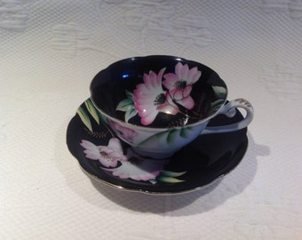 """Cup """"Maruki China"""" with black saucer with pink flowers - Teacup / / made in the Japan"""