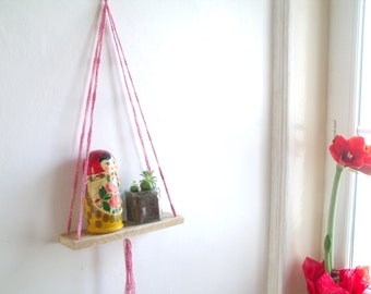 Swing swing hanging in macramé shelf (pink and silver)