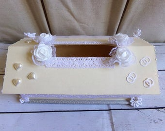 Urn of wedding shabby chic colors ecru and white