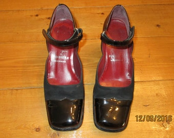 Shoe Polish leather shoes of Pindiere