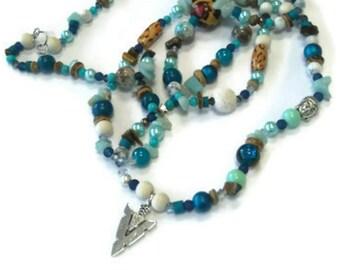 Long jumper / blue / natural pearls
