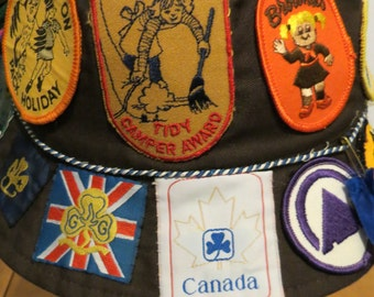 Girl Guides BROWNIES 1980's Hat + Patches Canada Super Cookie Seller, Toy Fair, Tsoona, We've Been On Pack Holiday, Tidy Camper Aw