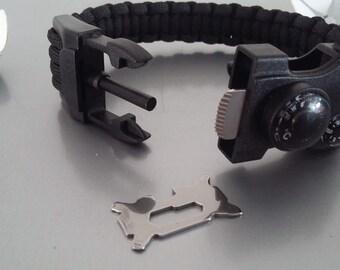 Bracelet, Paracord and compass survival kit