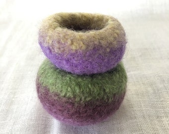 ON SALE Set of 2 mini felted wool green/purple bowls - ring holder / child play / steiner