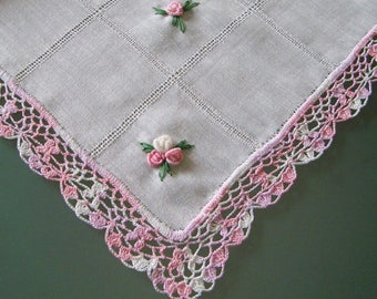Small roses table runner linen decoration picnic or garden table textile Hand made embroidery & lace !