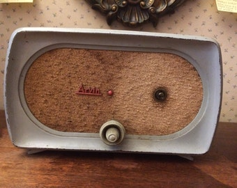 1950's Arvin tube radio  model unknown, Antique Home Entertainment great for Home or Man Cave Decor and Movie Prop Decor