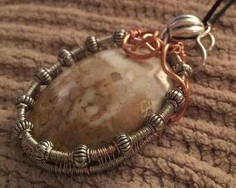 Pendant, wire weaving w/jasper