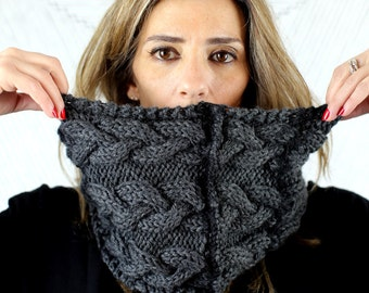 Hand knitted grey snood I Cozy tube cowl I Wool circular scarf I Cable knit I Chunky infinity scarf