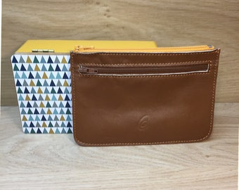 Caramel closing of calf leather pouch yellow