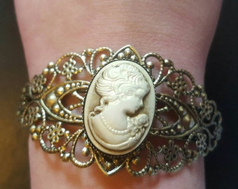 SCAG lace bracelet