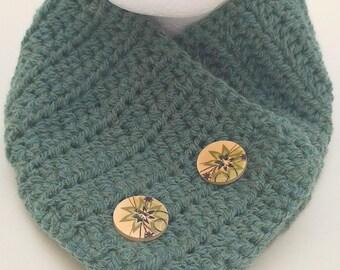 Crochet Cowl, Buttoned Cowl, Button Cowl, Ladies Cowl, Ladies Neckwarmer, Button Neckwarmer, Crochet Neckwarmer, Buttoned Scarf, Green Cowl