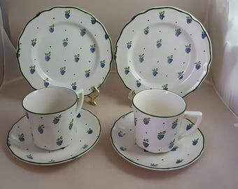 Johnson Brothers Berries Lot 2 C&S and 2 Bread Plates