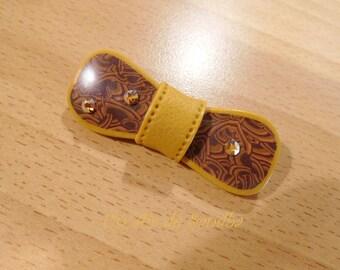 "Bow tie's ""Mustard"", polymer clay brooch."