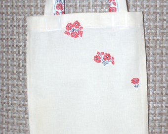 This is a simple, light weight small eco bag.