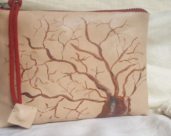 Bag or clutch of beige leather with tree drawn in shades of ochre