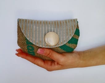 Mini clutch in upholstery with striped pattern and jute, vintage button cream
