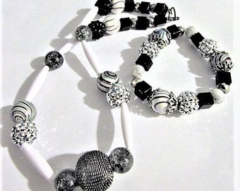 Black and White Contrast Modern Beaded Necklace and Bracelet Set