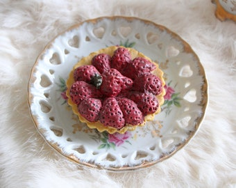 Fake Strawberry Sand Cupcake - Faux Tartlet - Polymer Clay Cake Tart - Sculpted by a Patissier!