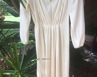 Beautiful cream vintage dress